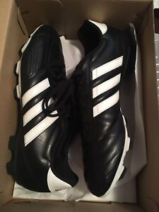 Size 10 Men's ADIDAS Soccer Cleats