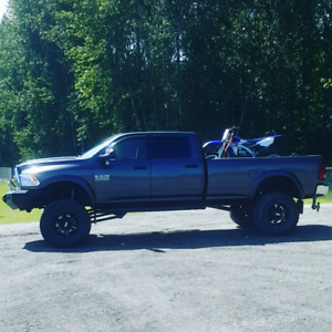 2015 LIFTED DODGE 3500