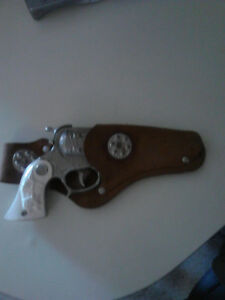Vintage 50's Wyandotte cap pistol with holster.