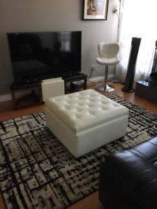 Super clean and spacious 4 bds townhouse in Millwoods Furnished