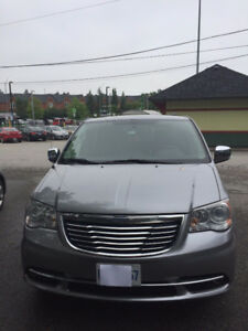 Mint Condition 2013 Chrysler Town & Country Limited