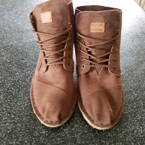 Tom's boots brand new