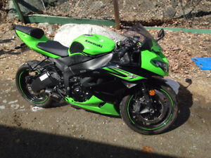 *REDUCED* $7,000 OBO 2011 ZX6R Mint