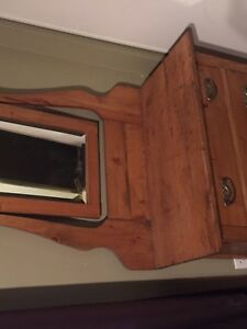 Antique solid wood hutch/ vanity in excellent condition