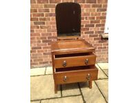 Vintage/retro dressing table with removable mirror