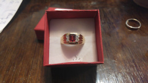 Mens size 10 garnet and diamond 10k ring