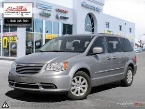 2015 Chrysler Town & Country Touring *NAV & BACK UP CAM*