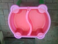 sand & water play table with lid in very good condition.