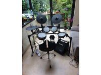 Roland TD-9 Electric V Drum Kit + stool + sticks (complete)