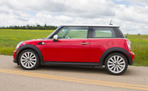2011 MINI Classic Mini Coupe (2 door) ALSO WINTER NEW TIRES