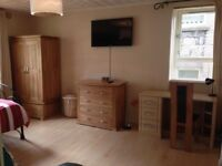 Double Bedroom in Three Bedroom Flat- AB24 3