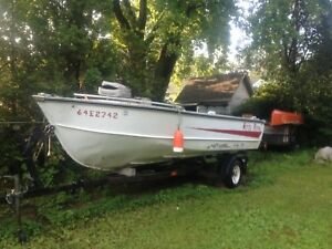18 ft Lund inboard/outboard