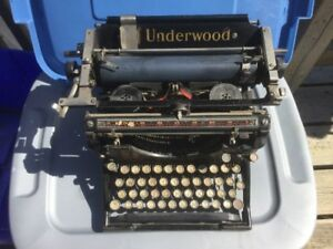 Old Early 1900s Underwood Typewriter