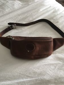 Leather Roots fanny pack ! Vintage 1990s!!!