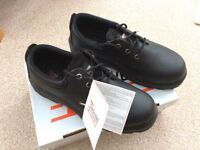 SAFETY SHOES WITH STEEL TOECAP - SIZE 9 – BOXED, BRAND NEW