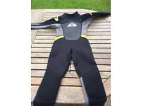 Boys Osprey wetsuit age 5-6 fantastic condition