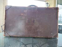 VINTAGE LEATHER SUITCASE.