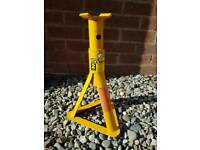 3T solid car axle stands ,perfect condition.