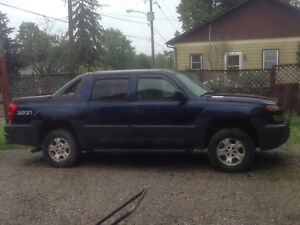 Parting out 2004 chev Avalanche 4x4