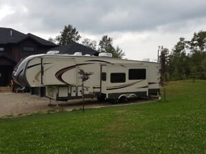 CANYON TRAIL, AZTEC EDITION, 32FBHT, 5th Wheel Holiday Trailer