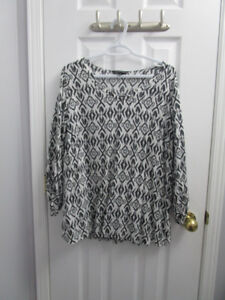 Ladies plus black/white pattern blouse from AE in size 18