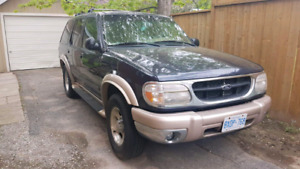 2000 Ford Explorer Eddie Bauer Edition fully loaded