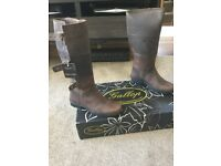 Men's new in box size 8 country walking/riding boots