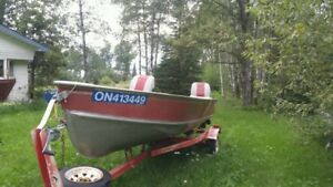 16' CRESTLINER FISHING BOAT