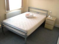 Light bright Double Room in friendly young professional Houseshare – Central Location in Croydon