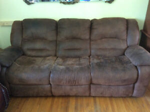Brown couch selling!