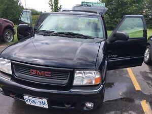 Black 1999 Envoy Fully Loaded!