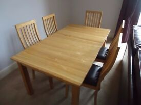 Excellent Extendable Dining Room Table & 7 Chairs