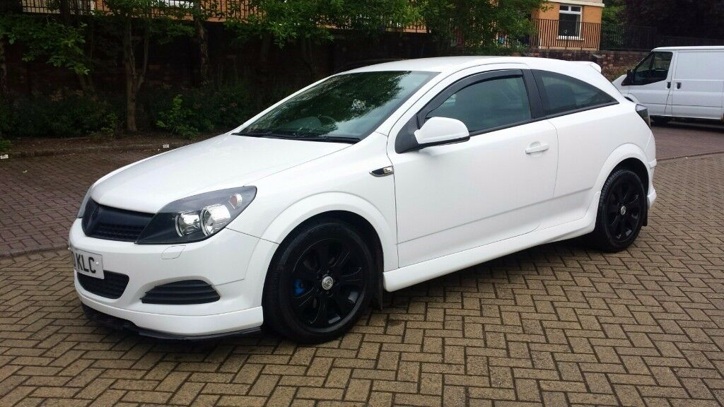 2010 vauxhall astra sport 1 4 3 doors white full service history 1 year mot only 45 000. Black Bedroom Furniture Sets. Home Design Ideas