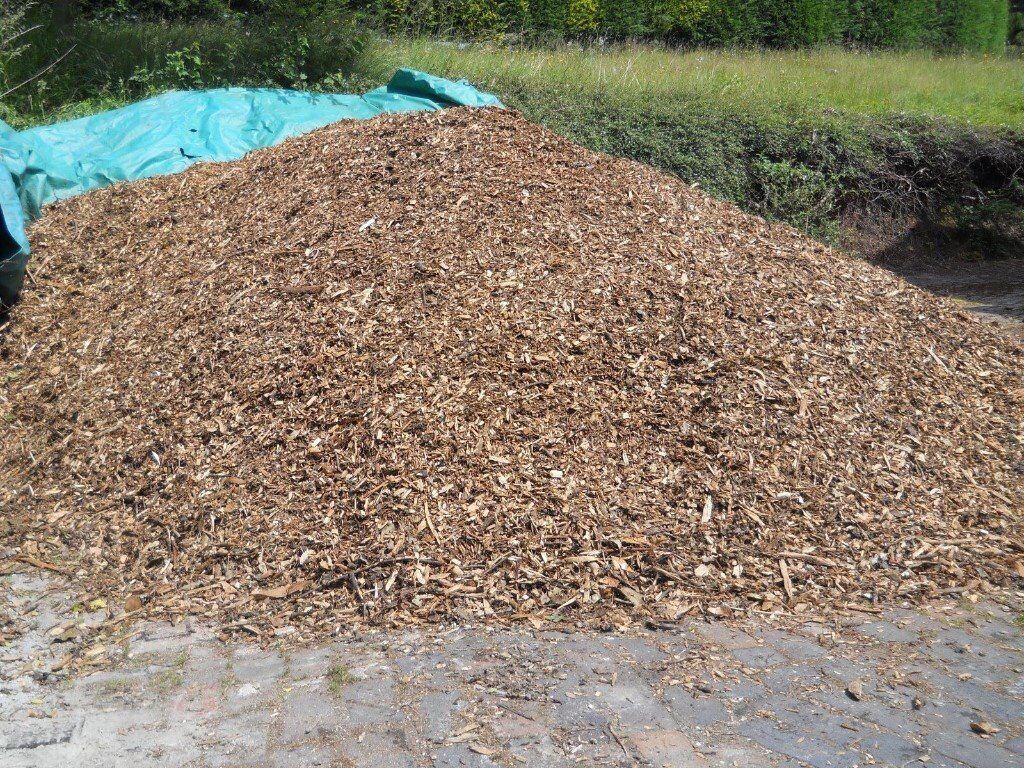 Stop weeds in flower beds - Wood Chippings Natural Garden Landscaping Flower Beds Stops Weeds Similar To Bark Mulch Woodchip In Kidderminster Worcestershire Gumtree