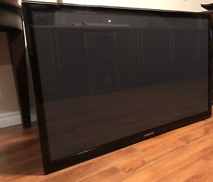 "Samsung  51"" Plasma TV PN51D550C1F with wall mount"