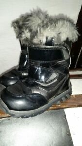 Excellent Condition Girls Cougar Winter Snow Boots Toddler Sz8
