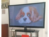 """SAMSUNG TV 45"""" with built in freeview."""
