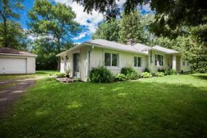 HUDSON-NEW-LARGE BUNGALOW- RENOVATED- 3 BEDROOMS- DOUBLE GARAGE