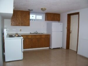 1 Bedroom Apt; Fee Utilities, 10 mins to LU