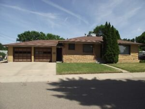 OPEN HOUSE! Great Bungalow!!