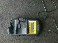 DeWalt DCB105 charger