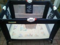 winnie the pooh travel cot, in perfect condition, czn deliver if needed