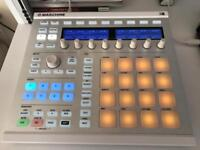 Native Instruments Maschine MK2 With Komplete 9 Software Suite