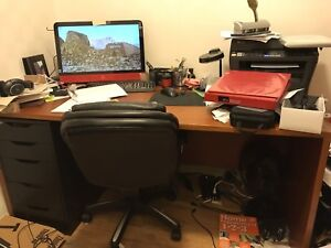 Wood office desk (pick up only)