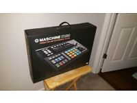 Native Instruments Maschine Studio with Stand