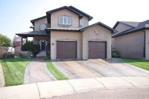 Exceptional 2422sqft Two Storey / Quiet Court in Saamis Heights