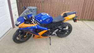 GSX R600--with ladder and manual lift