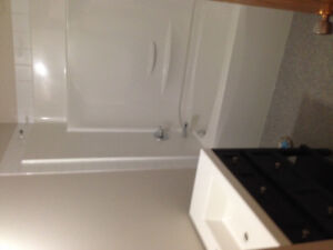 2bd apt renovated with balcony se hill,reduce rent for caretaker