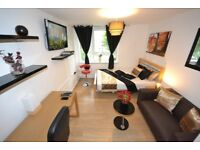Extraodinary Kingsize Room with Massive TV LCD mins to Chrisp Street Market in All Saints Docklands