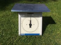 Large, heavy duty parcel scales. Will weigh up to 15kg in 50g increments